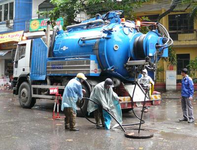 Thông cầu cống nghẹt tại Đà Nẵng (2)